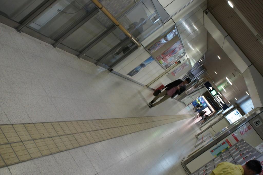 JR札幌駅通路 1/50 f5 ISO800