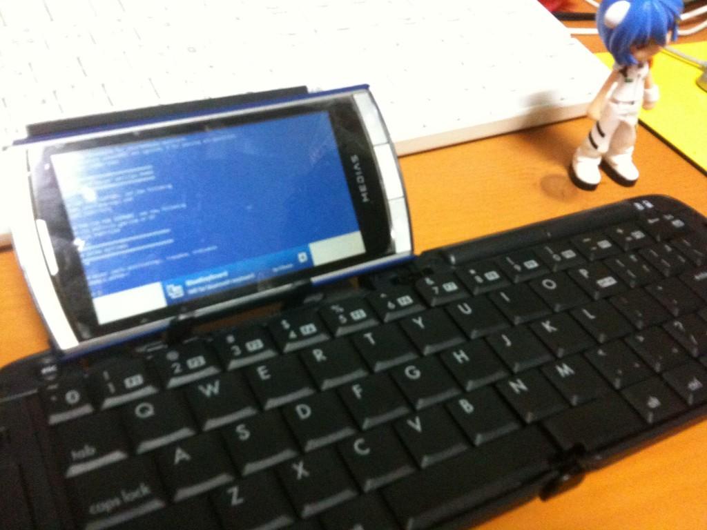 MEDIAS N-04C + Bluetooth Keyboard